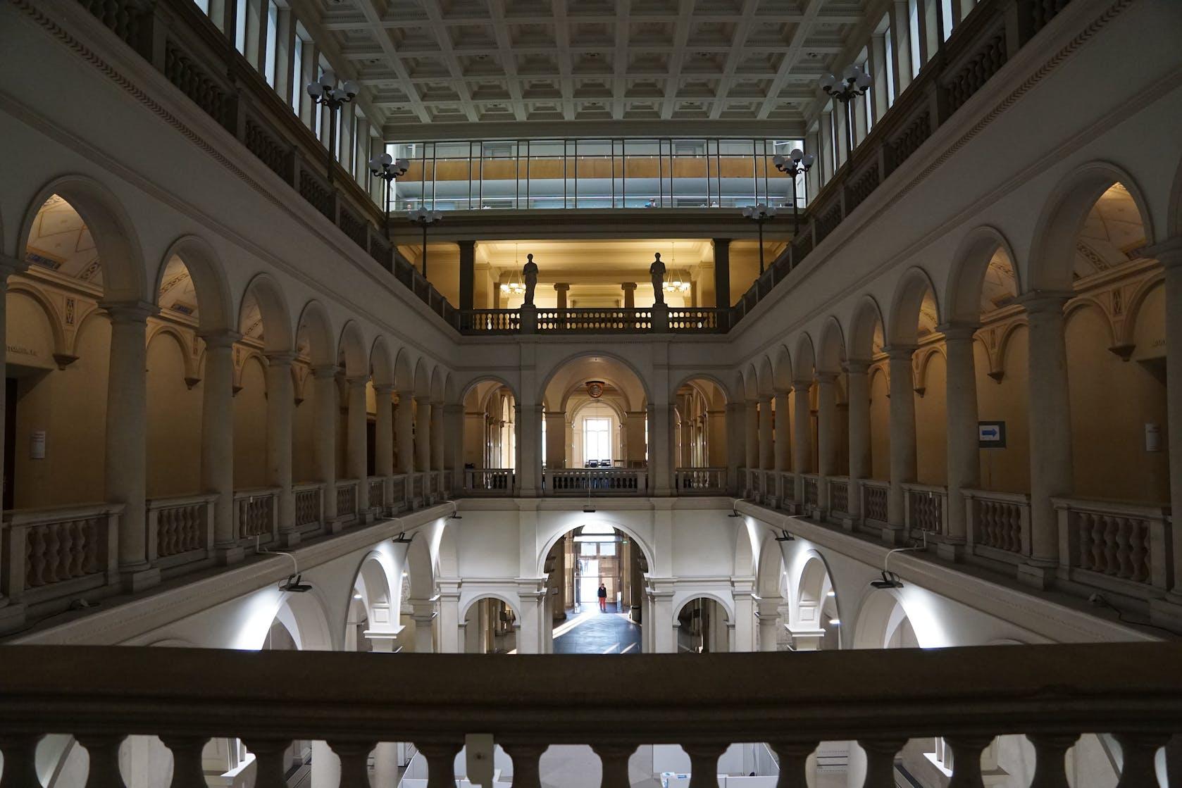 Schweiz: Rekurs gegen Zertifikatspflicht an Universität hat aufschiebende Wirkung